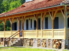 Chalet Bâsca Rozilei, Dobrica Hunting Lodge