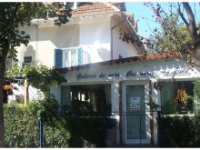 Accommodation Esechioi, Ad-Ella Vila