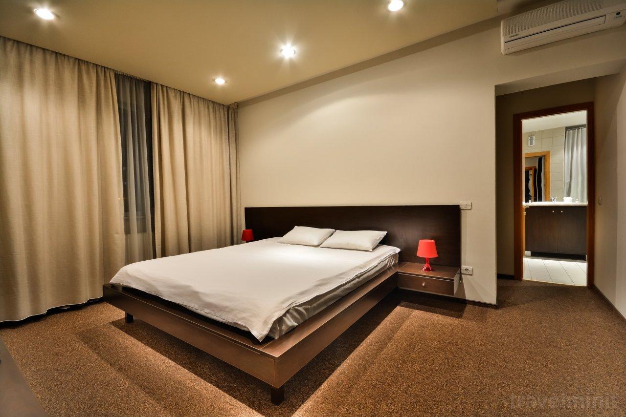 Honor Hotel Pitești, +40770665564 — Travelminit.hu