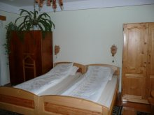 Bed & breakfast Chistag, Tünde Guesthouse