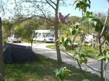 Camping Tolna county, Tranquil Pines Static Caravan - Bed and Breakfast