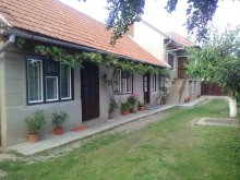 Bed & breakfast Crestur, Ibi Guesthouse