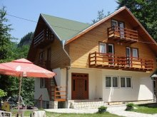 Bed & breakfast Racovița, Madona Guesthouse