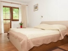 Bed & breakfast Lacurile, Castania Guesthouse