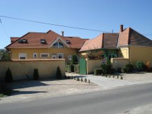 Accommodation Marcalgergelyi, Viola Guesthouse