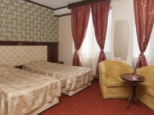 Accommodation Putini, Tudor Palace Hotel